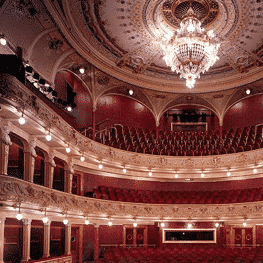 referencie divadla a kultúra